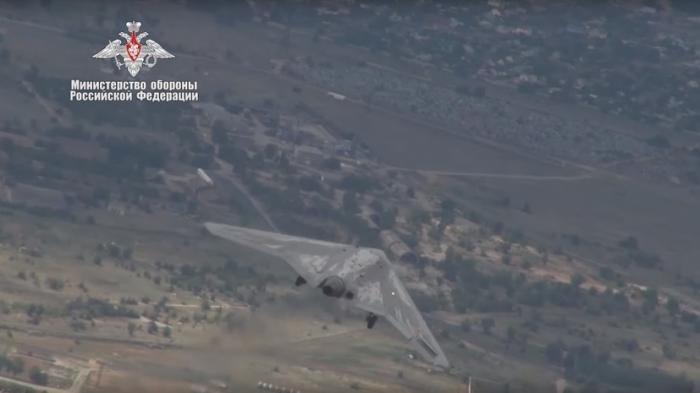 Минобороны России опубликовало видео первых испытаний боевого БПЛА «Охотник» в паре с истребителем