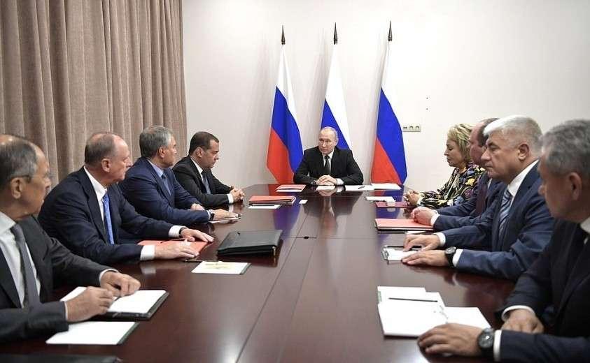 На Владимир Путин провёл оперативное совещание с постоянными членами Совбеза 16.08.2019ании с постоянными членами Совета Безопасности.