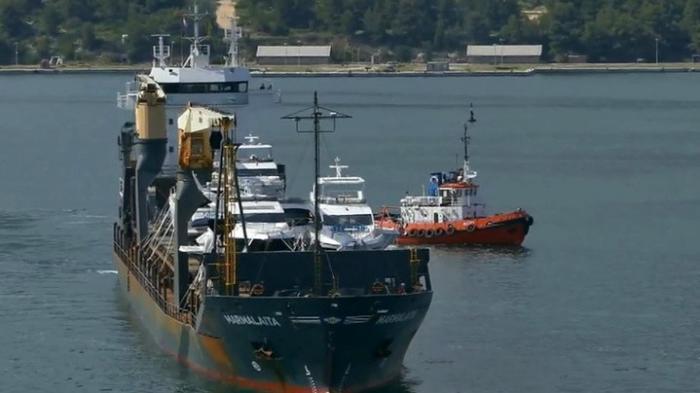 У берегов Камеруна неизвестные захватили судно с российскими моряками