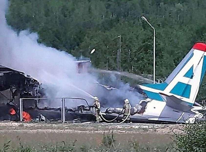 Самолет в авиакатастрофе сгорел полностью