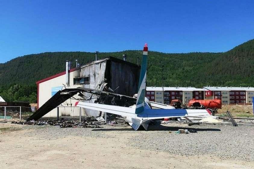 У самолета отказал левый двигатель. Фото: МАК.