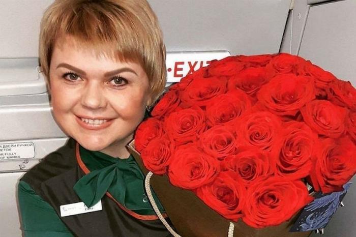 Давайте наградим стюардессу Елену Лапуцкую, спасшую 43 пассажира загоревшегося самолета в Бурятии!
