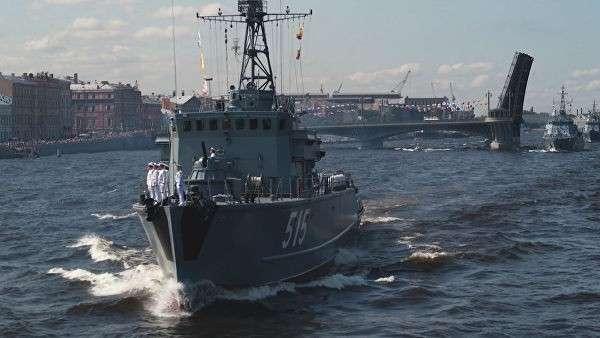 От Владивостока до Петербурга: в России прошли парады в честь ВМФ