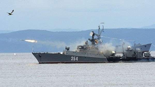 Малый противолодочный корабль во время парада кораблей, посвященного Дню Военно-морского флота России, во Владивостоке. Архивное фото