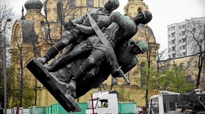 В Польше русофобская власть снесла более 420 советских памятников