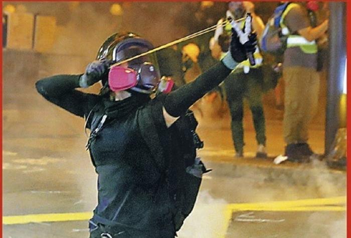 Полиция Гонконга впервые открыла огонь по демонстрантам