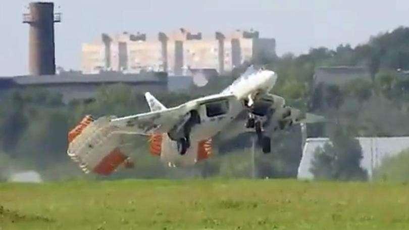 Необычная посадка Су-57 попала на видео. Аварийная посадка или это было «так задумано» изначально?