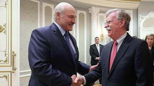 Президент Белоруссии Александр Лукашенко и советник президента США по национальной безопасности Джон Болтон во время встречи в Минске. 29 августа 2019