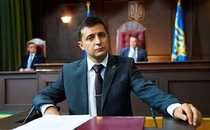 Кому достались высшие посты на Украине? Зеленский празднует победу над Порошенко