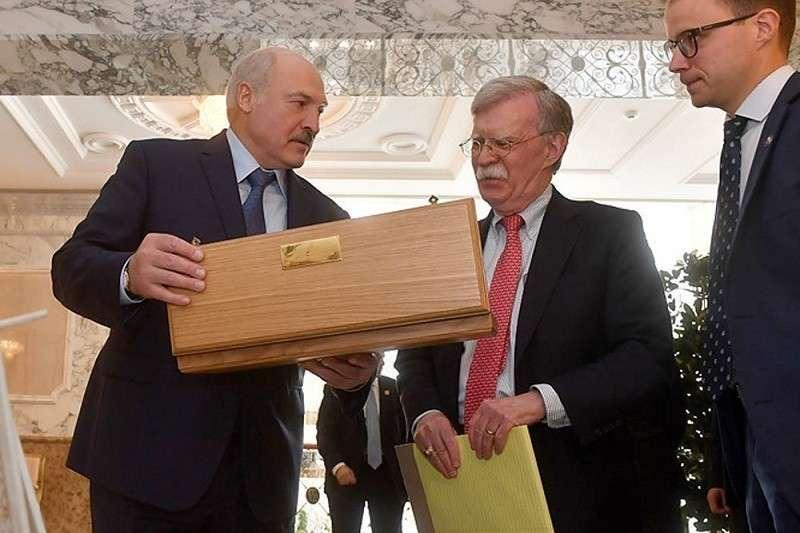 Трамп оценил Лукашенко. От «многовекторности» к прямому предательству – один шаг