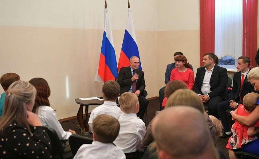Встреча с жителями Иркутской области, принимавшими участие в спасении населения, а также пострадавшими во время паводка на территории региона.