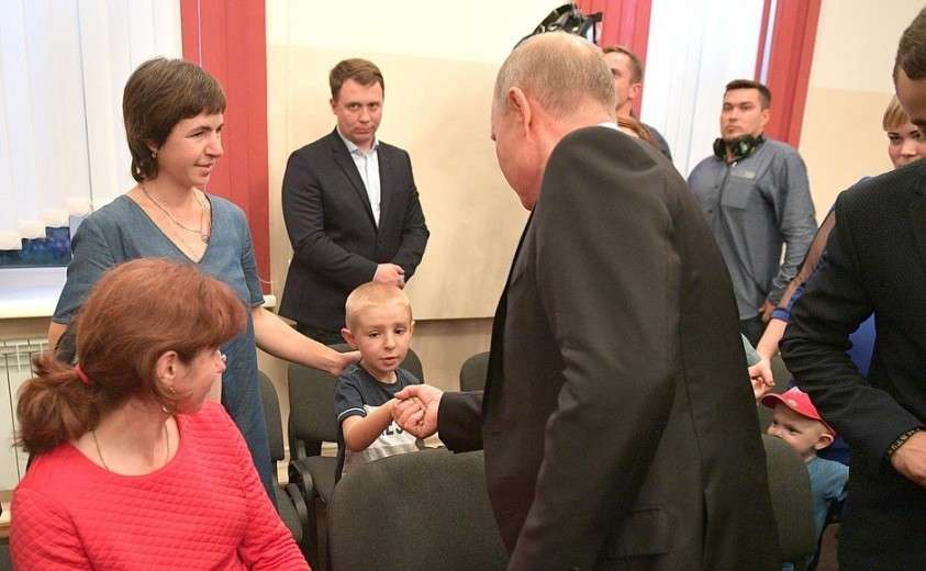 На встрече с жителями Иркутской области, принимавшими участие в спасении населения, а также пострадавшими во время паводка на территории региона.