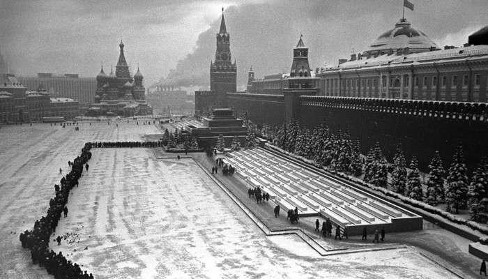10 причин, почему России надо навсегда распрощаться с мумией из мавзолея и культом Ленина