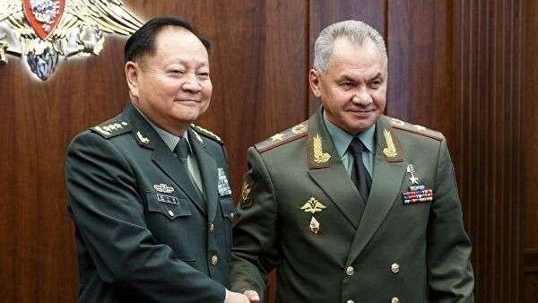 Министр обороны Российской Федерации Сергей Шойгу на встрече с заместителем председателя Центрального военного совета КНР Чжан Юся в Китае