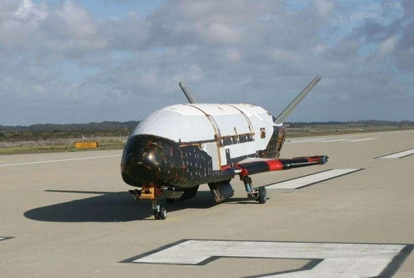 Секретный военный шаттл США X-37B может нести лазерное оружие для создания лесных пожаров