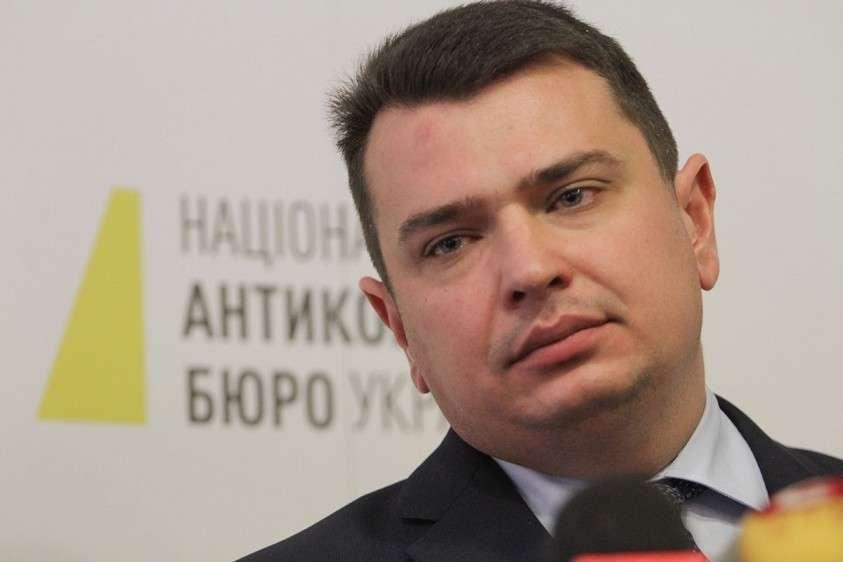 На Украине главный борец с коррупцией Артем Сытник оштрафован за сокрытие своего элитного отдыха