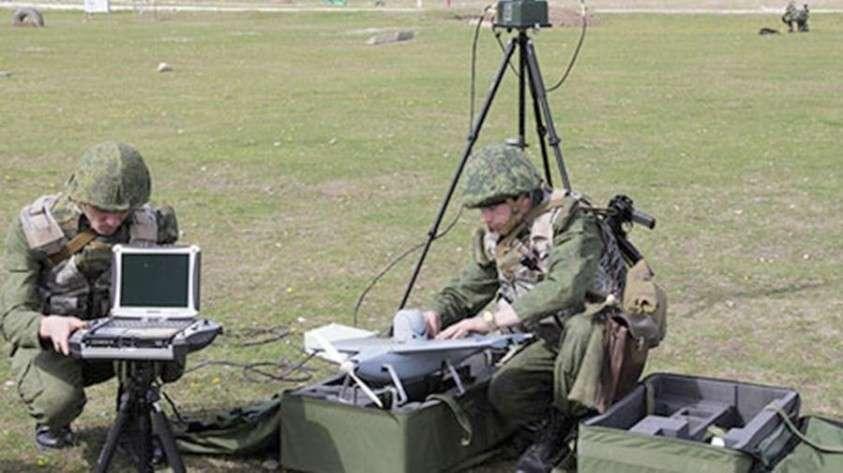 Новый российский РЭБ «Леер-3» сможет обнаружить противника по номеру мобильника и навести артиллерию