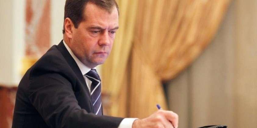 Медведев отменил декрет Совета народных комиссаров РСФСР 1917 года о 8-часовом рабочем дне