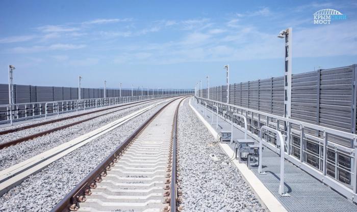 НаКрымском мосту началась установка железнодорожной автоматики