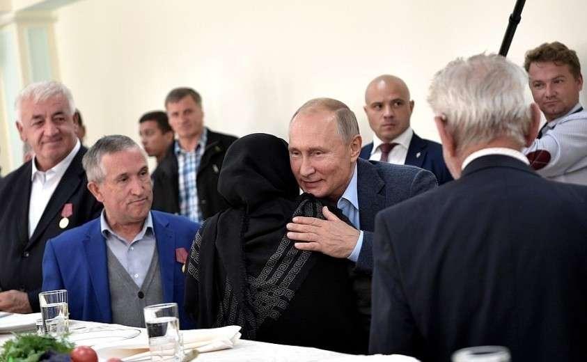 Владимир Путин встретился с ополченцами, принимавшими участие в боевых действиях в 1999 году