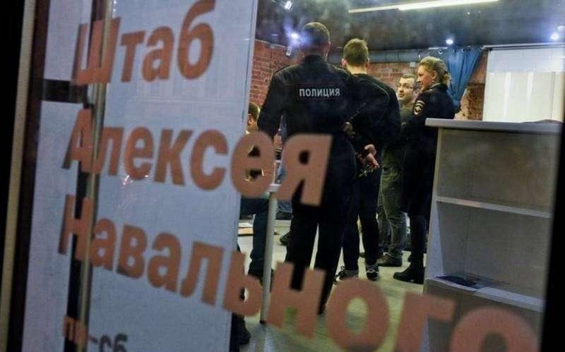 В 31 городе России идут массовые обыски у сторонников Навального