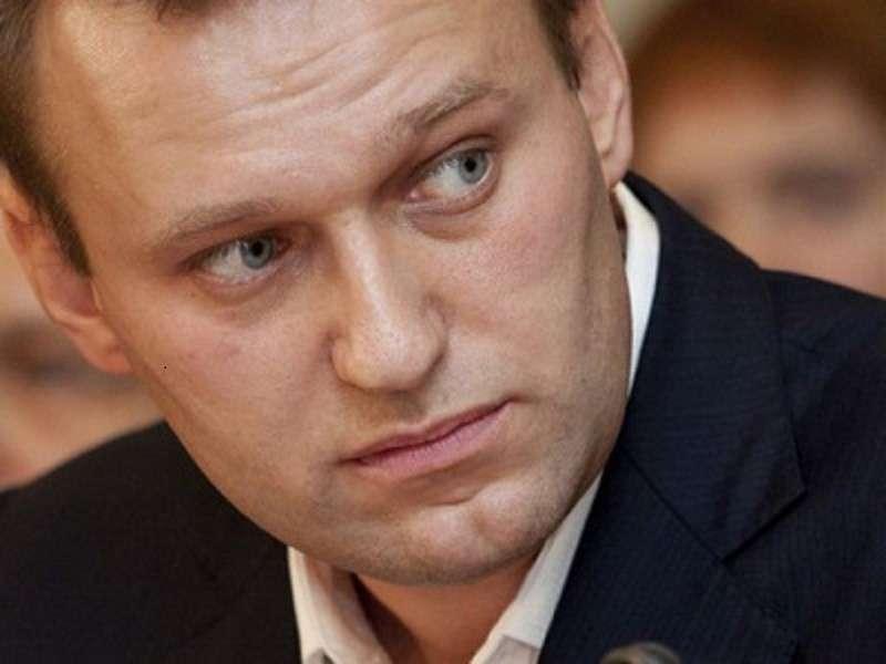 Бегство Навального из России полно горьким символизмом