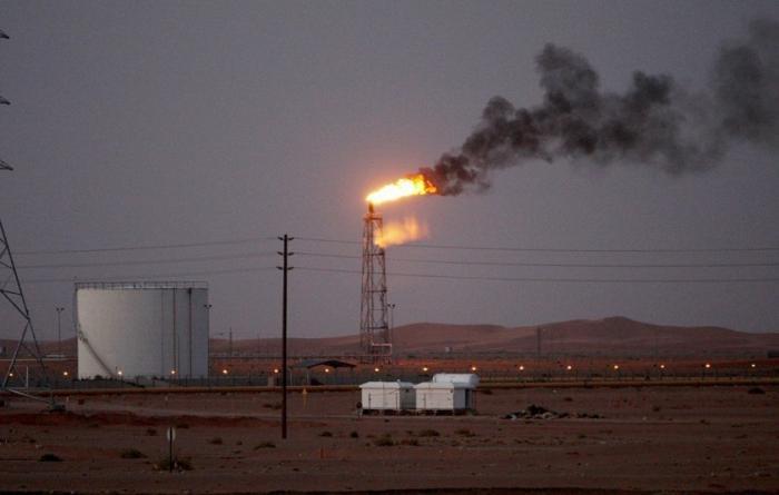 Саудовская Аравия после терактов наполовину сократила добычу нефти