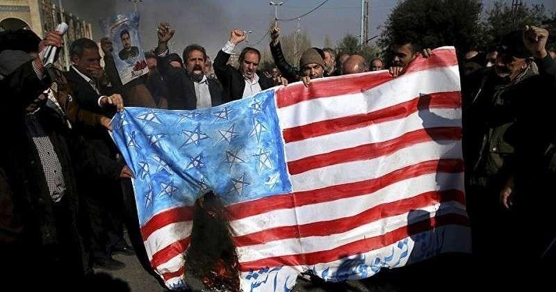 Болтон уволен но дело его живет: Трампа готовят к войне с Ираном
