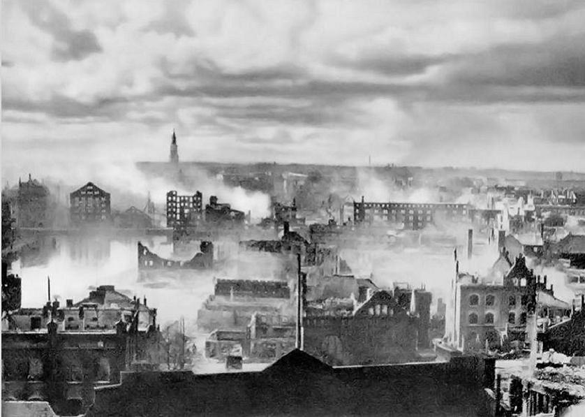 Англичане не бомбили немецкие заводы, чтобы у вермахта было горючее для танков против русских