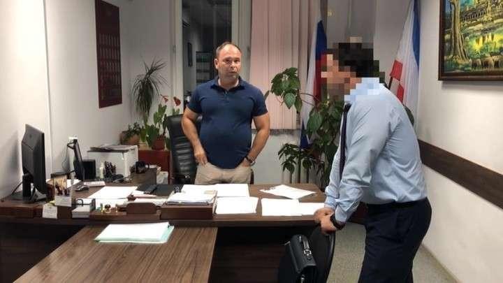 В Ялте задержаны «торговцы в погонах» российскими паспортами