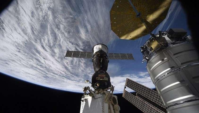 Роскосмос установил причину появления дыры в МКС