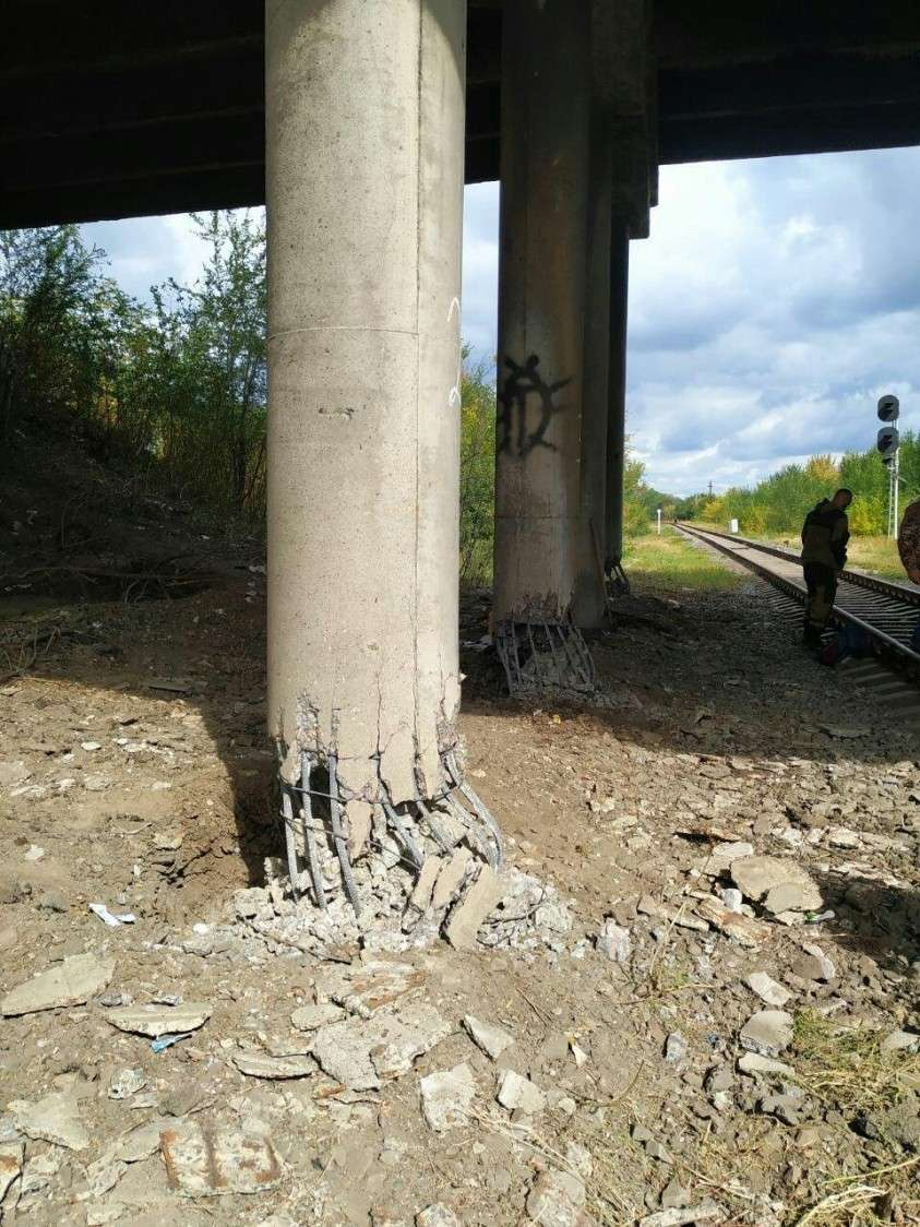 В Луганске террористы взорвали путепровод, по которому должен был пройти российский гумконвой