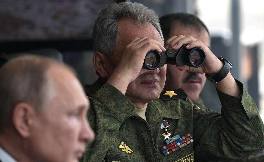 Наблюдение за основным этапом стратегических командно-штабных учений «Центр-2019». Министр обороны Сергей Шойгу.
