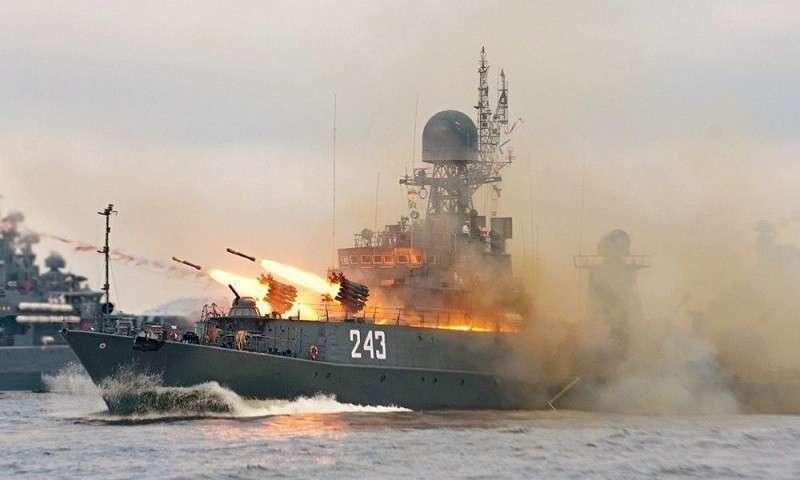 Корабли ВМФ России показали, что ждёт врага в Арктике. Ураганный огонь