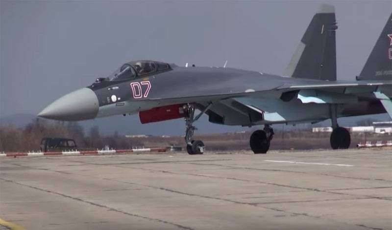 В Турции после пилотажа Су-35 американский F-16 назвали
