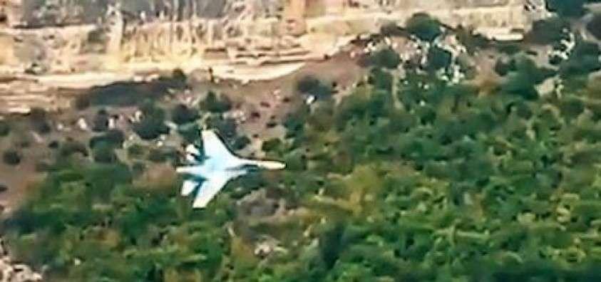 Российские лётчики проводят уникальные тренировочные полёты в каньонах Крымских гор