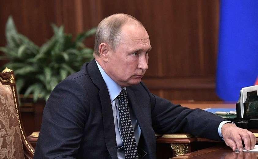В ходе рабочей встречи с Председателем Правительства Дмитрием Медведевым.