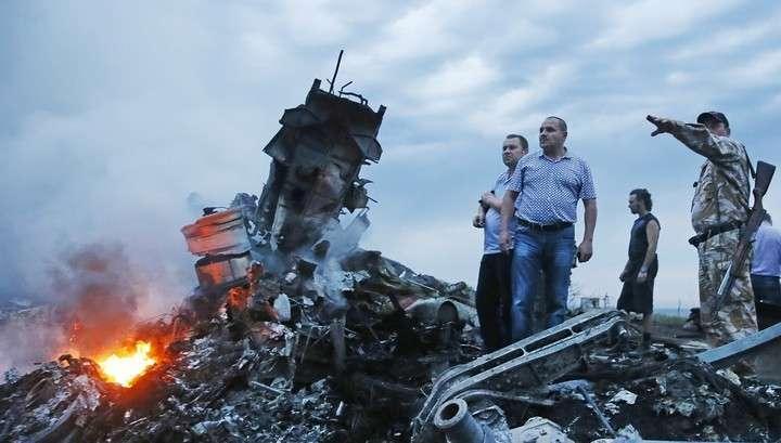 Свидетели: после крушения малайзийского Боинга в облаках скрылся серый самолёт