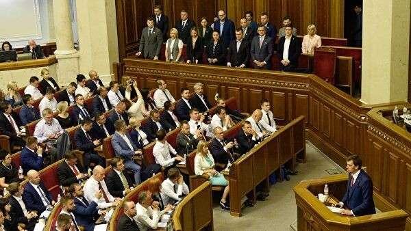 Депутаты и кабинет министров на первом заседании девятого созыва Верховной рады Украины в Киеве