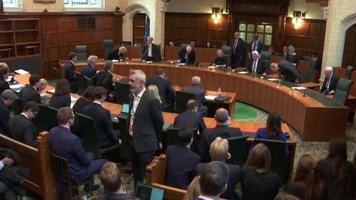 Британский парламент возобновляет работу по решению суда
