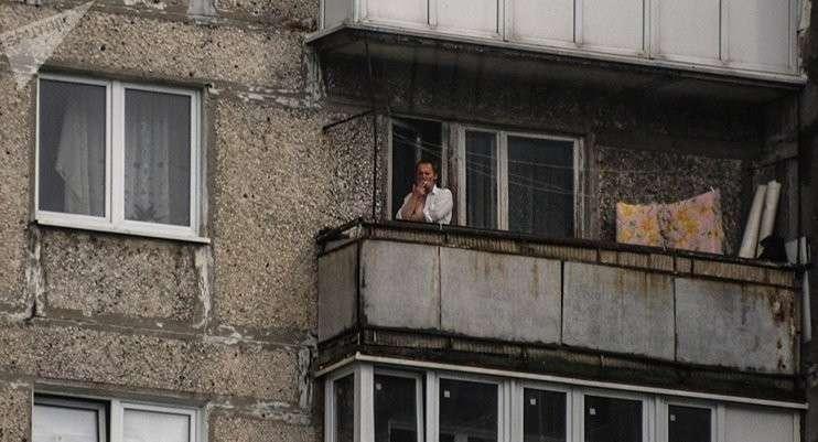 С 1 октября в России запретят курить и жарить шашлыки на балконах