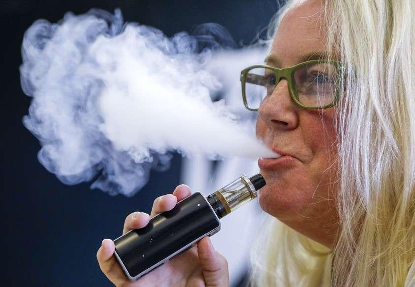 В США официально зафиксирован уже 12 случай смерти от курения электронных сигарет