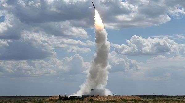 Расчеты зенитных ракетных комплексов