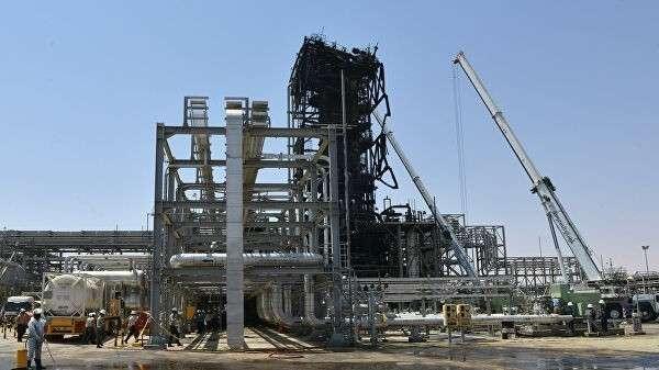 Последствия атаки на нефтяной завод Saudi Aramco в Хурайсе