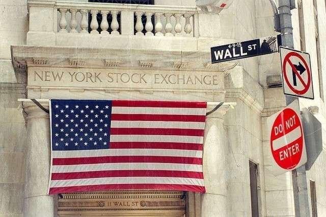 Нью-Йоркская фондовая биржа (вход с Уолл-стрит)