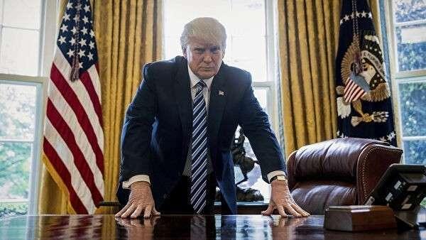 Президент США Дональд Трамп в Овальном кабинете Белого дома в Вашингтоне