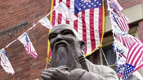 Статуя китайского философа Конфуция в китайском квартале Бостона