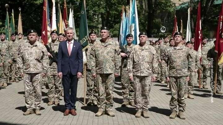 В Латвии требуют отставки министра обороны за откровенную любовь к нацизму