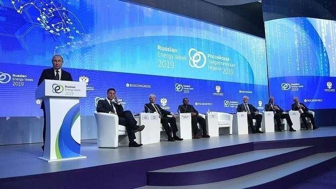 Владимир Путин принял участие в Международном форуме «Российская энергетическая неделя»
