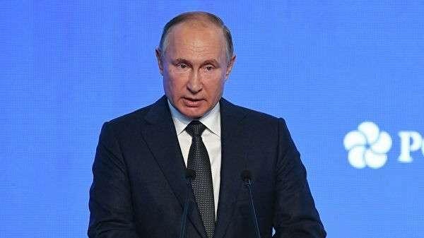 Президент РФ Владимир Путин выступает на третьем международном форуме Российская энергетическая неделя – 2019